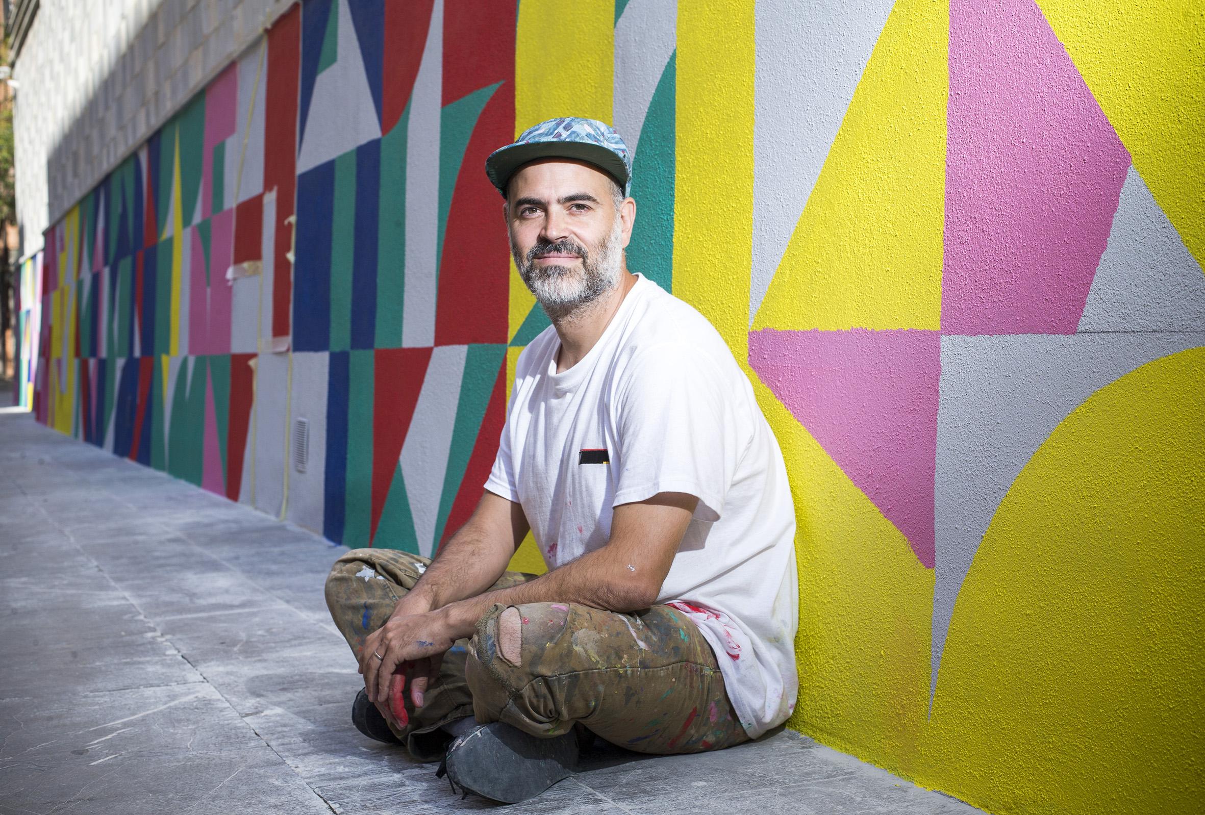 El artista urbano Eltono viste la fachada del EACC con 'Modo Nº6 ...
